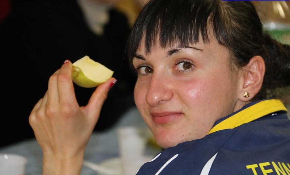 Ganna Farladanska va cauta con il cibo (Foto Gianluca Piu)